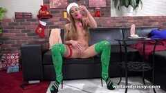 Kinky Pussy pissing babe in stockings enjoys big dildo Thumb
