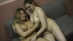 Chubby lesbians making out Thumb