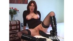 Mature amateur plays with her huge dildo Thumb