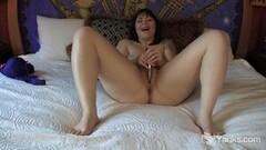 Hot Yanks Sarah Toying Her Pussy Thumb