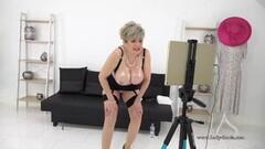 Cute Live stream JOI fun with big titty mature Lady Sonia Thumb
