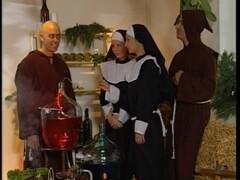 Zwei Nonnen im Weinkeller gefickt Thumb