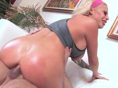 Vyxen Steel fucks her personal trainer Thumb