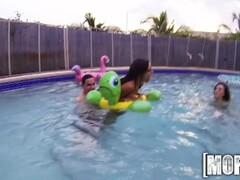 Mofos - Perfect pool party orgy Thumb