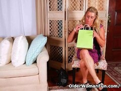 American gilf Cristine gets horny in new pantyhose Thumb
