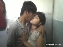 Indo couple having sex in motel Thumb