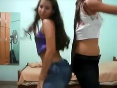 Three teens shake ass with jeans Thumb