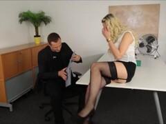 Sekretäring Mika wird von Ihrem Chef verführt Thumb