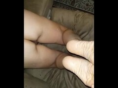 Huge cumshot on her feet after a good banging Thumb