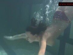 Anna Siskina hot teen with big tits in the pool Thumb