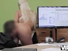 VIP4K. Blanche est prête pour le sexe contre de l'argent parce qu'elle est Thumb