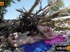 Scopata in spiaggia al Ticino con nudisti che guardano Thumb