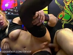 Leonas Harcode pissing gangbang - GGGSexbox Thumb