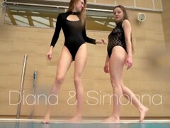 Diana and Simonna hot lesbians underwater Thumb