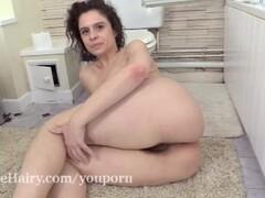 Sabrina Eve takes a sexy bath in her tub Thumb
