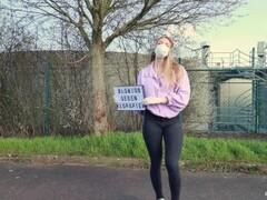 Fiona Fuchs sells herself for toiletpaper #coronavirus Thumb