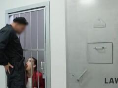 LAW4k. Jeune chienne a été éclatée pour ses crimes et double baisée Thumb
