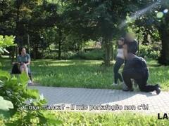 LAW4k. Dolce ragazza viene arrestata per aver rubato nel parco Thumb